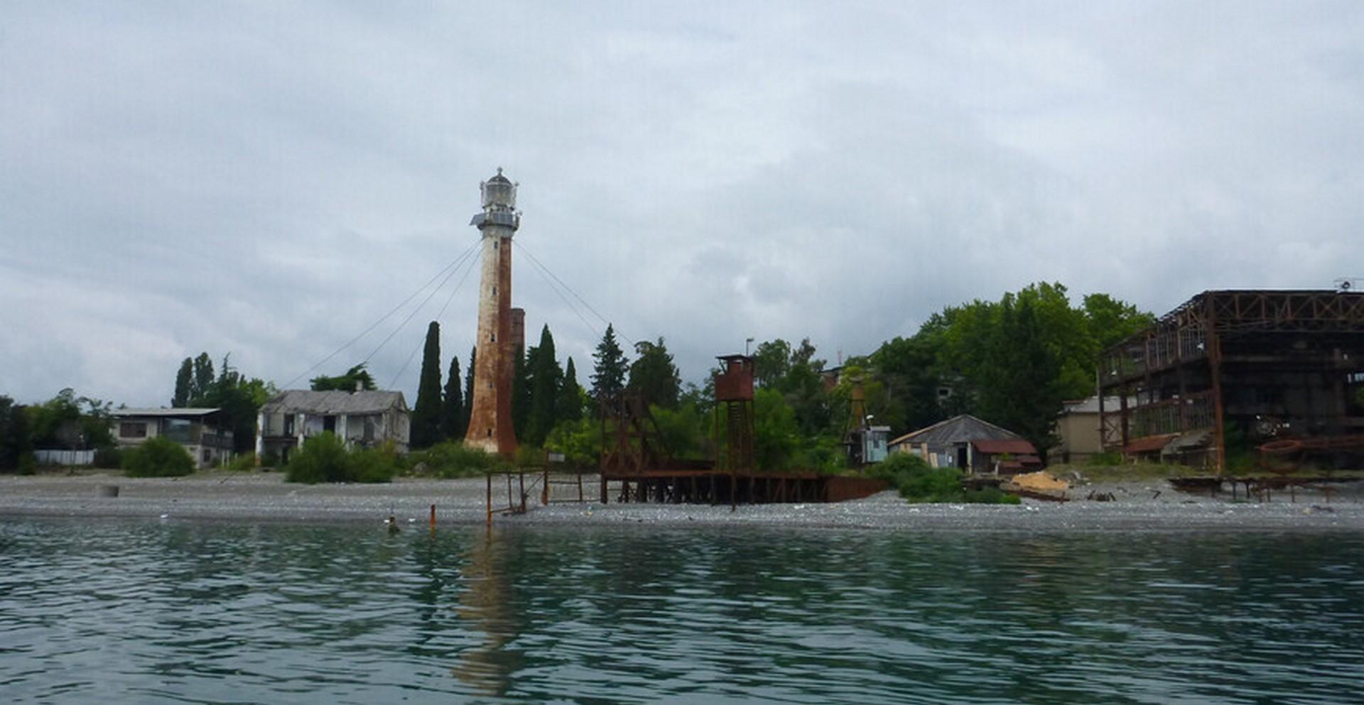 Информация о диком пляже Маяк в городе Сухум на лето 2021 года, отзывы, фотографии