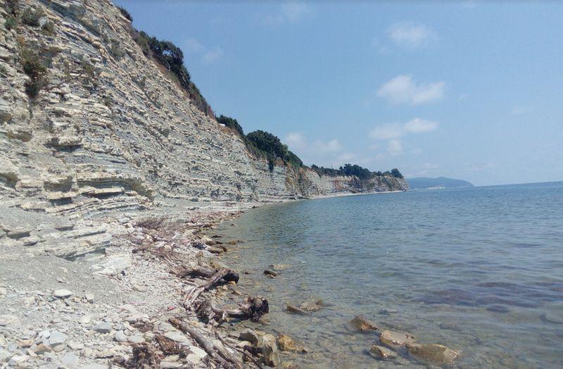 Живописный дикий пляж Круча в г. Геленджик лето 2021 года, фотографии, маршрут, отзывы.