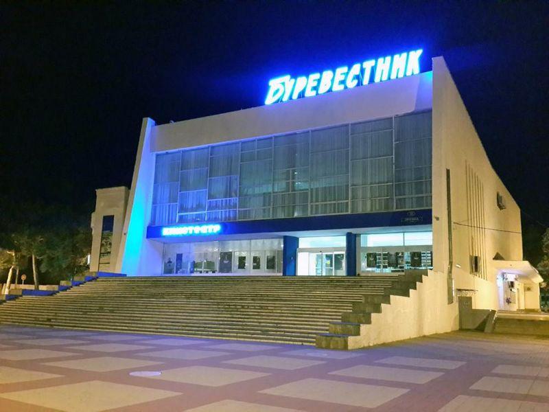 Кинотеатр «Буревестник» в Геленджике описание фото отзывы режим работы как проехать адрес телефон.