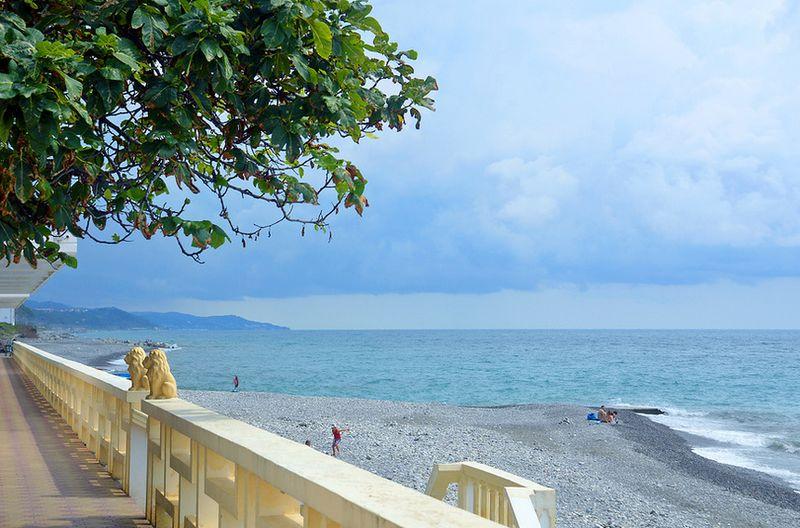 Центральный пляж мкр. Лазаревского «Лазурный», отзывы посетителей, советы отдыхающих, фото, инфраструктура