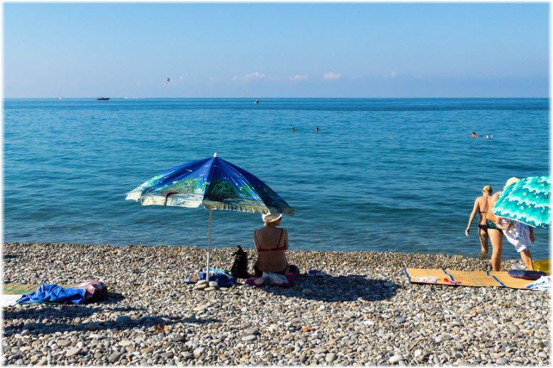 Пляж Чайка на территории поселка Лазаревское – описание, как пройти, адрес, фотографии, особенности.
