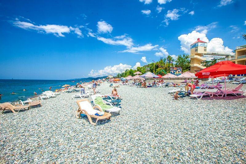 Описание Белого пляжа на территории поселка Лоо на лето 2021 года с отзывами туристов.