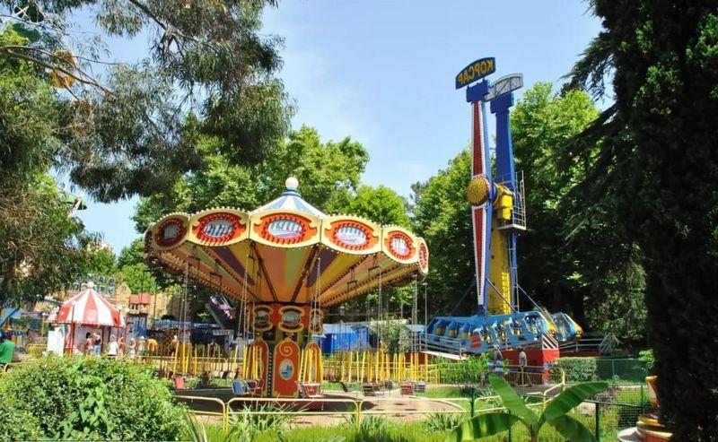 Развлечения в Луна-парке города Сочи – как проехать, режим работы, фотографии, аттракционы, описание, отзывы туристов.