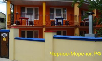 Крым частный сектор «Апельсин» в Орджоникидзе, ул. Миндальная, 13
