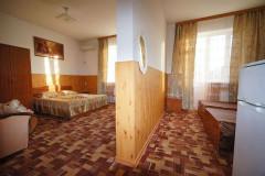 03 Гостевой дом «Оазис» г. Анапа п. Джемете ул. Песчаная д. 4 (2-х комнатный 4-6 местный номер класса «Люкс»)