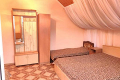 04 Гостевой дом «Белый пароход» Дедеркой, Черешневая, 39 (Четырехместный номер эконом-класса с кондиционером)