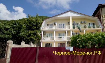 Частный дом  «На Набережной 7А» в Небуге
