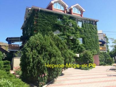 Гостевой дом «Ёлки» п. Коктебель ул. Серова д. 2 «Б»