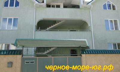 Гостевой дом по ул. Изумрудная, 12 в Адлере