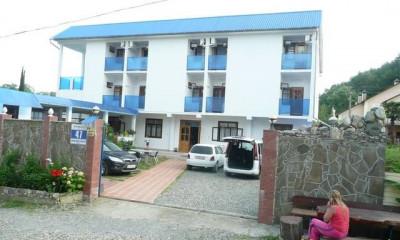Гостевой дом «У моря» по ул. Череповецкая, 47 в Якорной щели
