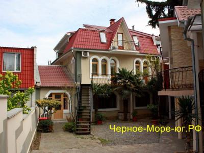 Гостевой дом «Кедр» в Алуште, ул. Красноармейская, 12