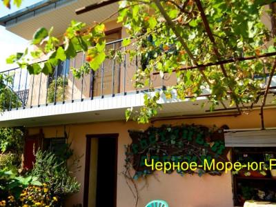 Гостевой дом «Гостиный дворик» в Евпатории, ул. Шмидта, 27