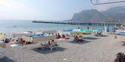 Главный муниципальный пляж поселка Коктебель - инфраструктура, развлечения, достопримечательности рядом