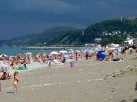Центральный пляж микрорайона Лоо в Сочи, лето 2021 года, жилье на отпуск