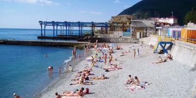 Центральный пляж в поселке Партенит для туристов на лето 2020 года - фотографии, отзывы