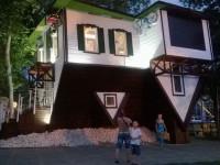«Дом вверх дном» в Анапе