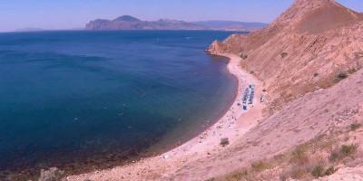 Пляжи поселка Орджоникидзе в районе Двуякорной бухты на лето 2020 - описание, месторасположение
