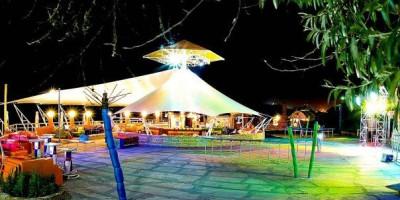 Самый модный пляж города Феодосии – «Клуб 117» описание, режим работы, цена входа, инфраструктура.