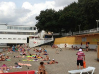 Описание пляжа Дружба в Геленджике для туристов на курортный сезон 2021 года, маршрут, как проехать, режим работы.