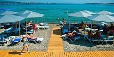 Пляж санатория Голубая волна в городе Геленджик на курортный сезон 2021 года - отзывы, цены, описание