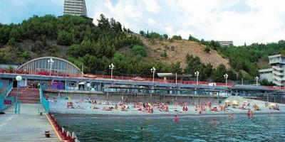 Пляж гостиничного комплекса Ялта-Интурист на лето 2020 - фотографии, отзывы
