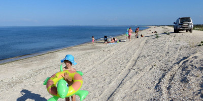 Описание пляжей поселка Мысовое рядом с городом Щелкино - фотографии, отзывы туристов, лето 2020