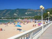 Пляж Камыши в Геленджике - песчаный рай в центре города, фотографии, отзывы, лето 2021