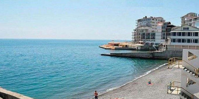 """Пляж пансионата """"Донбасс"""" в городе Ялта на лето 2020 года - фотографии, отзывы, месторасположение"""