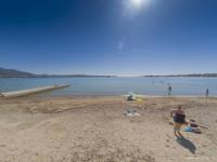 Оригинальный пляж в центре Геленджика - Песчаное дно для туристов на лето 2021