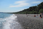 Пляж в поселке Лдзаа рядом с Пицундой на лето 2021 года - развлечения, фотографии, отзывы