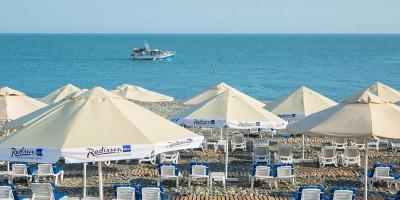 Пляж Radisson в Адлере на лето 2020 с отзывами, ценами, инфраструктурой