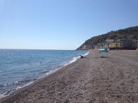 Вся самая полезная информация о пляже Рыбачий стан в городе Алушта - недорогое жилье в шаговой доступности, лето 2021