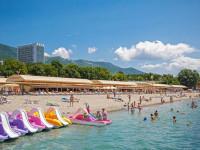 Пляж санатория Приветливый берег в городе Геленджик для отдыха летом 2021 года, актуальные цены